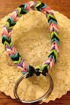 Rainbow loom keychain by CPButtons on Etsy Rainbow Loom Fishtail, Rainbow Loom Bands, Rainbow Loom Bracelets, Rainbow Loom Keychain, Rainbow Loom Charms, Loom Band Patterns, Loom Bracelet Patterns, Rubber Band Crafts, Rubber Bands