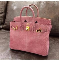 Hermes Birkin Bag in Salmon! Bolso Birkin Hermes, Hermes Bags, Hermes Handbags, Burberry Handbags, Purses And Handbags, Leather Handbags, Birkin Bags, Hermes Purse, Designer Handbags