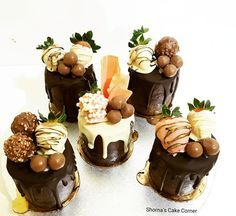 Mini chocolate drip cakes by Shorna's Cake Corner (mini desserts individual) Mini Cakes, Cupcake Cakes, Cake Cookies, Mini Patisserie, Cake Recipes, Dessert Recipes, Decoration Patisserie, Chocolate Drip Cake, Small Cake