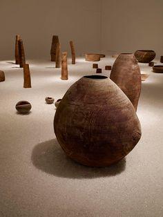 Ernst Gamperl: U-tsu-wa General Crafts, Wooden Art, Fun Crafts, Amazing Crafts, Contemporary Ceramics, Display Design, Made Of Wood, Art Object, Wood Design