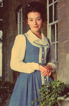 idea - Molly Gibson blue dress