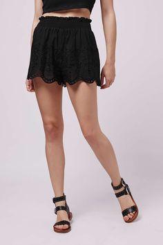 PETITE Broidery Flippy Shorts