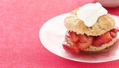 Farmers' Market Recipe Finder: Strawberries: Strawberry Shortcake http://www.prevention.com/food/healthy-recipes/farmers-market-recipe-finder-strawberries?s=15&?cid=social_20140424_22545964&cm_mmc=Facebook-_-Prevention-_-food-healthyrecipes-_-famersmarketstrawberries