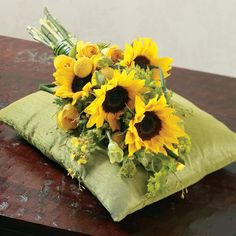 Spring sunflower bouquet for your wedding