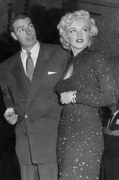 米女優マリリン・モンロー(右)と、大リーグの名選手ジョー・ディマジオ(AFP=時事) ▼8Dec2014時事通信|モンローへの手紙に950万円=未練のディマジオ「別れたくない」 http://www.jiji.com/jc/zc?k=201412/2014120800159 #Marilyn_Monroe #Joe_DiMaggio