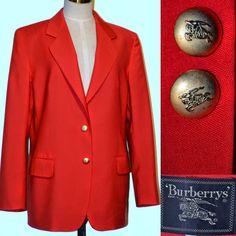 Sacou vintage rosu Burberrys  - aspect de articol nou. Stofa foarte fina,subtire din lana.captusit. Umeri  43 cm , bust 110 cm,talie cca 102 cm,lungime 73 cm,maneca 61 cm .Nasturi metalici aurii.Buzunare cu clapite