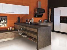 Cuisine moderne, colorée et épurée possédant un meuble en béton avec des étagères en bois encastrées à l'intérieur. http://www.m-habitat.fr/par-pieces/cuisine/quelles-couleurs-pour-ma-cuisine-2603_A