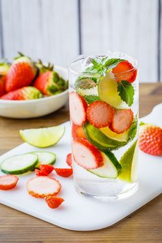 I've been enjoying this stress reduction detox water, and can feel the difference in my alertness and energy levels. Kefir, Colon Cleanse Detox, Full Body Detox, Veggie Juice, Natural Detox Drinks, Fiber Rich Foods, Fat Burning Detox Drinks, Clean Diet, Healthy Detox