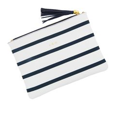 Loving the navy and white. Great @tuckernuck giveaway on @collegeprepster