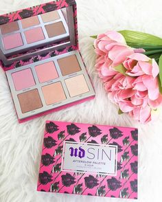 We just love love highlighters and this urban decay after glow palette is just perfect! These shimmers are so beautiful and the golden bronzey shades can just create the best makeup looks ever. We are so inspired!