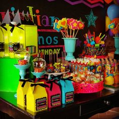 Anos Cristiane 🎁 Festa Neon🎉🎉 Much Glow For You! Glow Party, Disco Party, Neon Birthday, Sweet 16 Birthday, Birthday Parties, Neon Cakes, 80s Party Decorations, 2000s Party, Ninjago Party