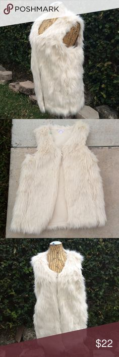 Cream Faux Fur Furry Top Xhilaration Vest Fun and furry vest! Cream WITH POCKETS! Hangs below hips for flattering figure. Full faux fur all around and fully lined. Small hole behind tag. Xhilaration Jackets & Coats Vests