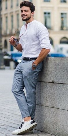 Street style looks for men - - Street style looks for men Street style looks for men <!-- without result -->Related Post The Best Street Style Looks From Milan Fashion Wee. Formal Men Outfit, Men Formal, Formal Dresses For Men, Casual Outfit For Men, Semi Formal Outfits, Formal Shirts For Men, Casual Wear, Mens Fashion Blog, Mens Fashion Suits