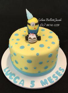 Bolo mesversário com tema Minions. Chocolate com brigadeiro gourmet.  #mesversario #bolo #bolodecorado #cake #cakes #cakedesign #cakedecorating #insta #instacake #instabolo #minions #instagram #boloartistico