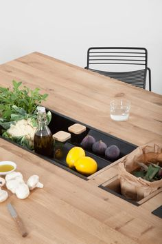 OIKOS, a kitchen island that can act as a prep table and dining table Layout Design, Diy Design, Kitchen Layout, Kitchen Decor, Kitchen Designs, Cool Furniture, Furniture Design, Teak Furniture, Kitchen Models