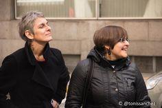 Cuentacuarenta- Rondas de Cuentos - Patricia McGill y Elena Pérez, nuestras narradoras, disfrutando con la música de Snorkel Brass Band. 09/03/2013