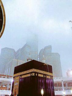 Makkah in rain Mecca Masjid, Masjid Al Haram, Mecca Wallpaper, Islamic Wallpaper, Islamic Teachings, Islamic Quotes, Arabian Beauty, Love In Islam, Islamic World