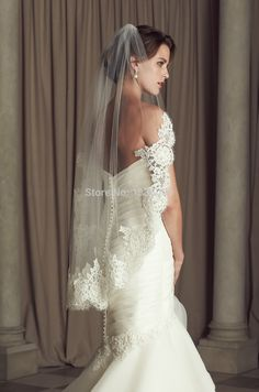 Find More Bridal Veils Information about 2015 Best Selling White/Ivory Cheap Wedding Short Lace Edge Bridal Veils Hips length with Comb Head Accessories,High Quality veil bride,China veil short Suppliers, Cheap veil rose from orient201 on Aliexpress.com