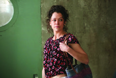 Emmy Predictions: Elisabeth Moss Likely To Repeat As Drama Series Actress But Claire Foy And Keri Russell Circling For The Win Black Actresses, Canadian Actresses, Black Tv, Back To Black, Orphan Black Paul, Jordan Gavaris, Delphine Cormier, Sarah Manning, Tatiana Maslany