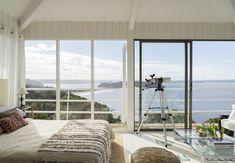 Com vista para o mar. Veja: http://www.casadevalentina.com.br/blog/detalhes/com-vista-para-o-mar-3021 #decor #decoracao #interior #design #casa #home #house #idea #ideia #detalhes #details #style #estilo #casadevalentina #bedroom #quarto