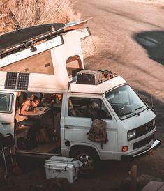 How these 24 nomads make money while living on the streets! the Informations About Wie diese 24 Nomaden Geld verdienen, während sie auf der Straße … Vw Camper, Vw Caravan, Camper Van Life, Vw T3 Westfalia, Kombi Motorhome, Travel Van Rental, Van Travel, Van Vw, T3 Bus