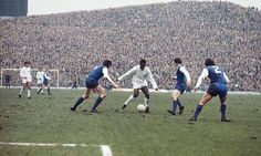 Pele takes on the Sheffield Wednesday defence for Santos as a heaving Kop looks on in 1972 #SWFCr