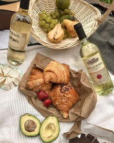 [New] The Best Food Ideas Today (with Pictures) - These are the best food ideas today (with pictures). According to food experts, the Cute Food, Good Food, Yummy Food, Comida Picnic, Aesthetic Food, Aesthetic Pastel, Me Time, Food Pictures, Food Inspiration