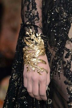 Gold Jewelry Elie Saab Couture Fall Oh my goodness I love it! This filigree designed gold cuff is one in a million. - Elie Saab at Couture Fall 2015 - Details Runway Photos Elie Saab Couture, Valentino Couture, Couture Details, Fashion Details, Alternative Mode, Alternative Fashion, Fashion Accessories, Fashion Jewelry, Gold Fashion