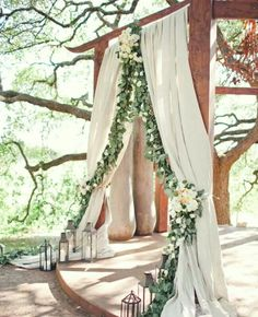 inspiration | outdoor ceremony backdrop with flower garland