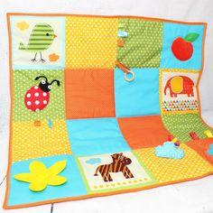 Tapis d'éveil pour bébé en coton. Des matières, couleurs et sons pour stimuler les sens de bébé.  Coton certifié Oeko Tex, feutrine spéciale pour jeux d'enfant ( sans tr - 20602461