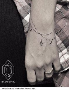 γυναικεία τατουάζ- τατουάζ βραχιόλι στον καρπό - αλυσίδα με διαμάντι φεγγάρι- bracelet chain tattoo on wrist