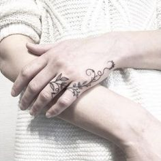 65 Dreamy Ink Styles That Are Just WOW - My list of the most creative tattoo models Ring Tattoos, New Tattoos, Body Art Tattoos, Tribal Tattoos, Small Tattoos, Tatoos, Side Hand Tattoos, Cute Finger Tattoos, Hand Tattoos For Women