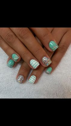 Cute nails, except I wouldn't want glitter over the solid color on the pinky and index finger. Get Nails, Fancy Nails, Pretty Nails, Love Nails, Hair And Nails, How To Do Nails, Prom Nails, Nails Polish, Shellac Nails