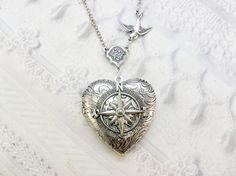 Médaillon compas argent  le collier médaillon argent par birdzNbeez, $34.00