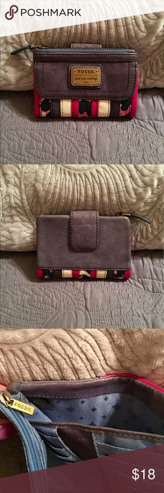 👛Vintage FOSSIL Wallet 👛 Gently used. Leather in 💯% great condition. Lots of space 🌸offers and bundles welcome👍🏻 Fossil Bags Wallets