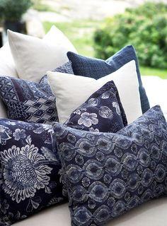 Decorative indigo blue and white pillows Azul Indigo, Bleu Indigo, Style Deco, Blue Rooms, Love Blue, Pillow Talk, White Decor, Soft Furnishings, Shades Of Blue