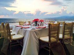 Прекрасный закат радует взоры гостей свадьбы в Гранд Велас Ривьера Наярит.