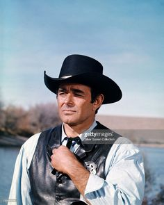 US actor Stuart Whitman wearing a black Western hat and black leather waistcoat with a sheriff's badge in a scene from the American western television series 'Cimarron Strip', USA, circa Western Film, Western Hats, Western Movies, Classic Tv, Classic Films, Cimarron Strip, Stuart Whitman, Famous Legends, Clint Walker
