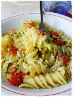 pasta zucchine e pomodorini profumata alla maggiorana