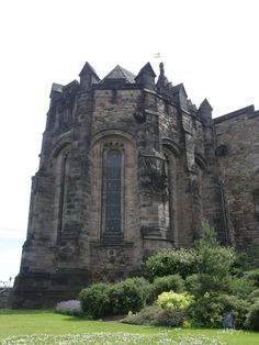 My heritage is Scottish...and one of my dreams...is to go there.  ~ sigh #Edinburgh Castle in #Scotland - one of my favorite places ever!