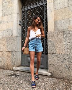 How to rock the casual chic look Short Outfits, Spring Outfits, Casual Outfits, Cute Outfits, Outfit Summer, Europe Outfits Summer, Fashion Pants, Look Fashion, Fashion Outfits