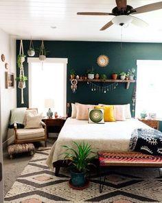 Green Bedroom Walls, Green Bedroom Decor, Green Accent Walls, Accent Wall Bedroom, Green Rooms, Home Decor Bedroom, Bedroom Wall Shelves, Dark Teal Bedroom, Emerald Bedroom