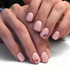 Light peach nails with tender harts.-- Light peach nails with tender harts. Short Gel Nails, Short Nails Art, Peach Nails, Pink Nails, Design Ongles Courts, Valentine Nail Art, Valentine Nail Designs, Red Nail Art, Red Art