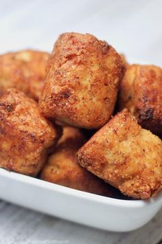 Who says tailgate food can't be healthy too? These crispy Buffalo Chicken Keto Cauliflower Tots are guilt-free and totally crave-able! Crispy, cheesy Buffalo Chicken Keto Cauliflower Tots are guilt-free and totally crave-able! Ketogenic Diet Starting, Ketogenic Diet For Beginners, Best Diets To Lose Weight Fast, Best Weight Loss Foods, Cauliflower Tots, Buffalo Cauliflower, Diet Dinner Recipes, Keto Recipes, Ketogenic Recipes