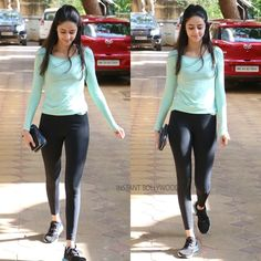 Ananya Pandey Ananya Pandey is an Indian actress and is also the daughter of veteran actor, Chunky Pandey Here is some pic of Ananya P. Bollywood Outfits, Bollywood Actress Hot Photos, Beautiful Bollywood Actress, Bollywood Fashion, Beautiful Actresses, Gym Outfit Girl, Melissa Supergirl, Cute Baby Girl Pictures, Prachi Desai