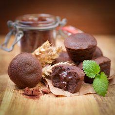 Esta receta de mini fondant de chocolate es ideal para preparar en fiestas infantiles o para cerrar con broche de oro una cena con tus amigos, prepáralos y sorpréndelos con esta deliciosa receta.