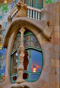 Gaudi's Casa Batllo in Barcelona, Spain. The enlarged windows on the first floor give it the nickname, 'House of Yawns' ༺ ♠ ༻*ŦƶȠ*༺ ♠ ༻