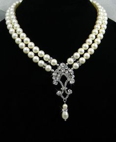 pearl and crystal necklace <3