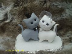 Hey, I found this really awesome Etsy listing at https://www.etsy.com/listing/218228881/cat-wedding-cake-topper
