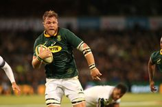 Springbok eighthman Duane Vermeulen could be turning out for a local franchise come the 2019 Super Rugby season. Elton Jantjies, Duane Vermeulen, South Africa Rugby, Super Rugby, Kubota, Japanese Outfits, Two By Two, Kicks, England